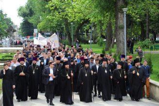 Marche pour la vie en Moldavie, avec le président et les évêques