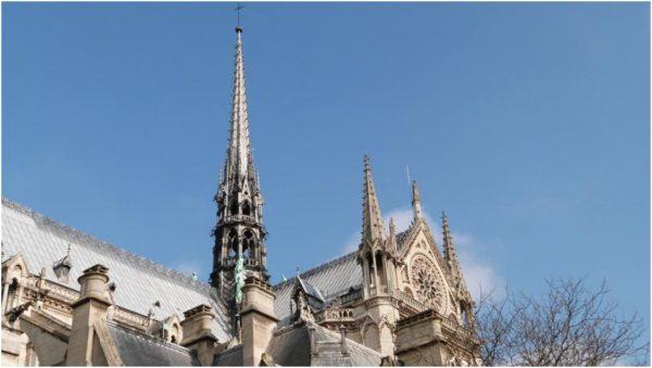La flèche de Notre-Dame de Paris datait du XIIIe siècle