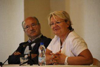 Municipales : les appels de Marine Le Pen au localisme ne s'appliquent pas aux maires d'Orange et Bollène