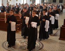 Le retour de la soutane chez les prêtres français