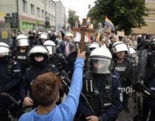 La Pologne catholique résiste à la peste arc-en-ciel