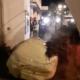 Les agriculteurs déversent 20 tonnes de fumier devant la permanence du député Monique Iborra