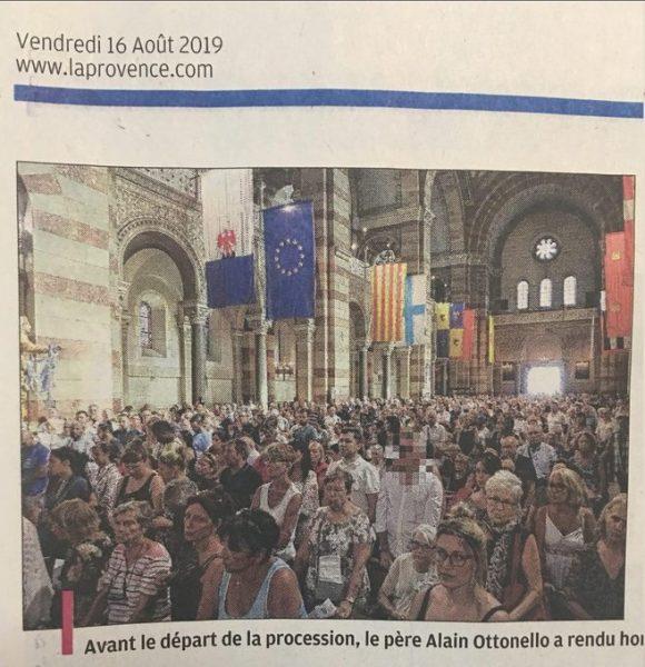 Procession du 15 août : La Provence floute le visage du sénateur RN Stéphane Ravier et uniquement le sien