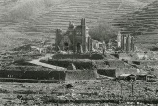 La croix irradiée retrouve la cathédrale de Nagasaki