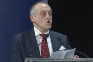 Paul-Marie Coûteaux à la Convention de la droite dénonce le mythe du progrès