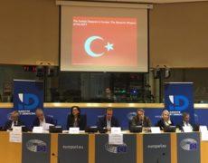 Pendant que la Turquie bombarde les Kurdes, l'UE n'interrompt pas les négociations d'adhésion