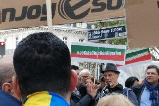 Manifestation devant l'ambassade d'Algérie, en soutien aux chrétiens d'Algérie