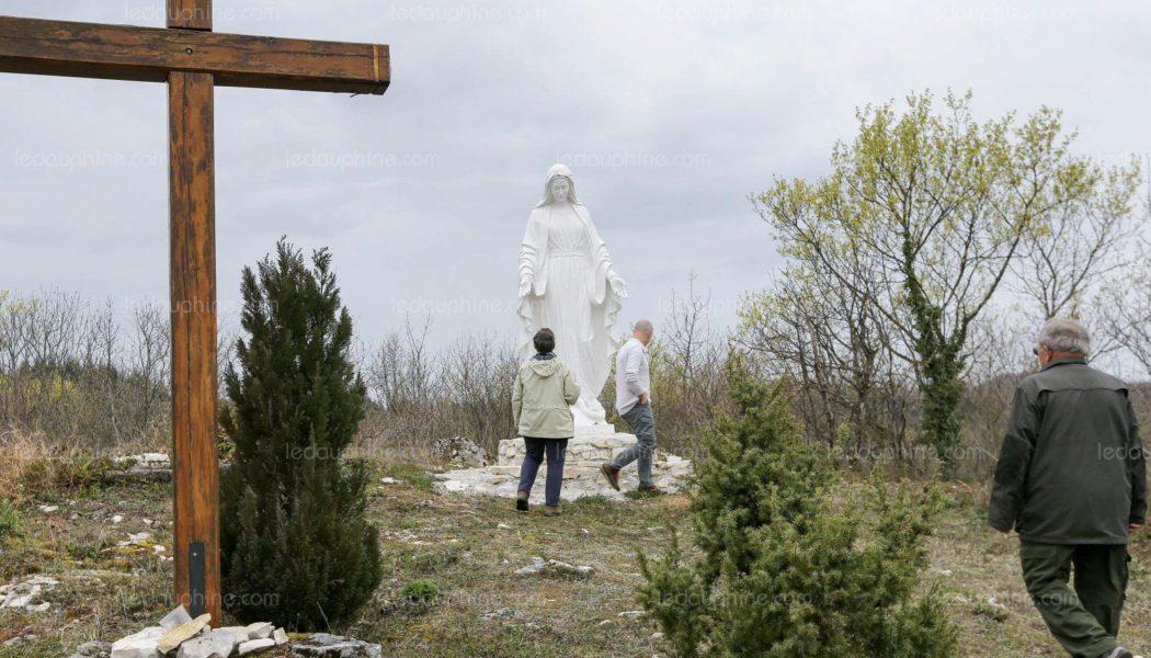 Retrait d'une statue de la vierge Marie dans un village de 283 habitants : les laïcards ont perdu