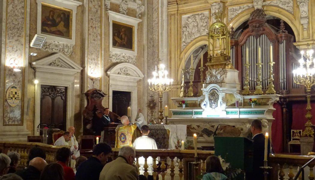 Mgr Pierre-Marie Carré, archevêque de Montpellier, préside la veillée pour la vie en la basilique Notre-Dame des Tables