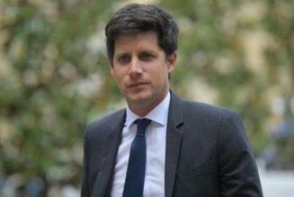 Un ministre va être payé pendant deux mois à faire campagne contre le bilan des mairies RN