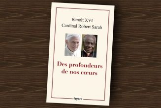 """Des profondeurs de nos cœurs : """"Le nom de Benoit XVI ne sera pas retiré de la couverture"""""""