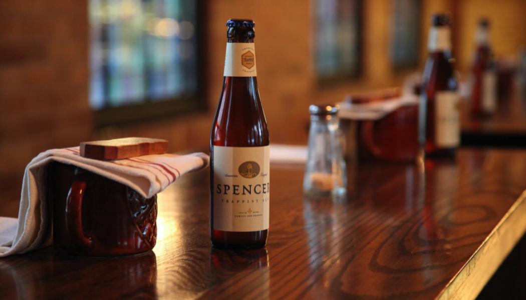 Pourquoi les moines brassent-ils de la bière ? (les 7 avantages des moines à brasser de la bière)