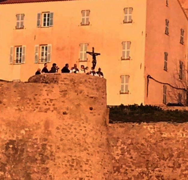 Le Christ noir sur les remparts de la citadelle de Calvi