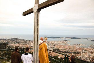 Mgr Dominique Rey a béni la ville de Toulon