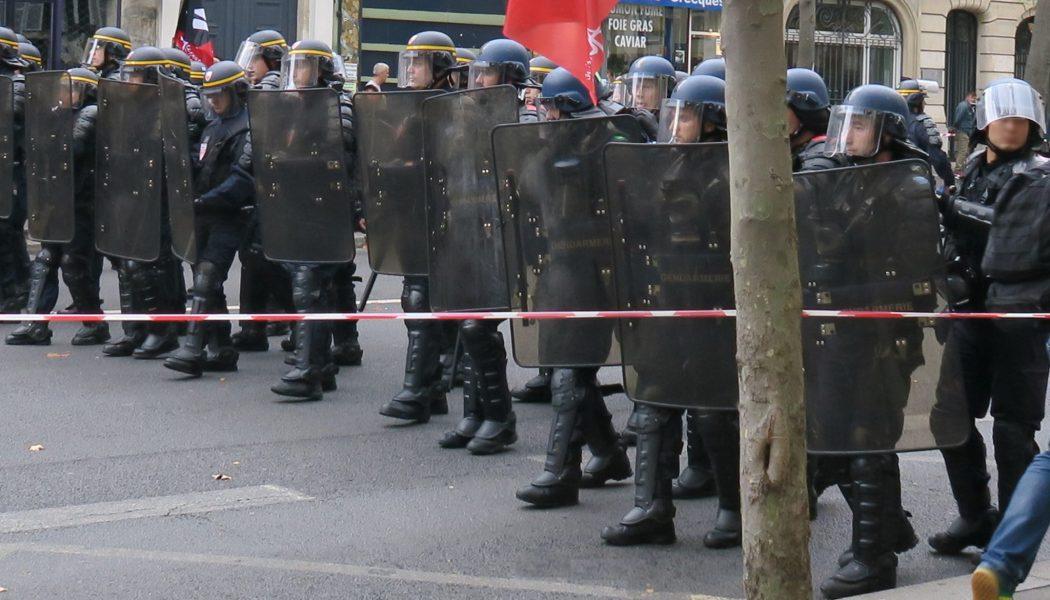 Les forces de l'ordre menacent de ne plus contrôler le confinement