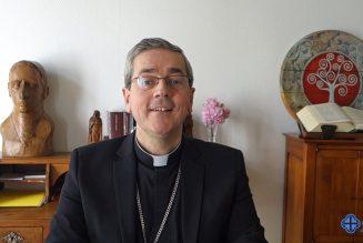 Soumission aux autorités ? Mgr Camiade rappelle que l'autorité de l'Église est entière et non discutable, dans sa manière d'organiser le culte à l'intérieur des églises