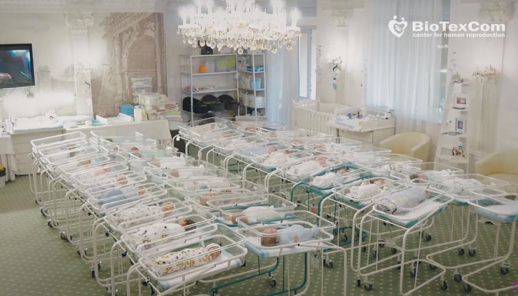 Scandale des bébés ukrainiens : quelles solutions pour les enfants?