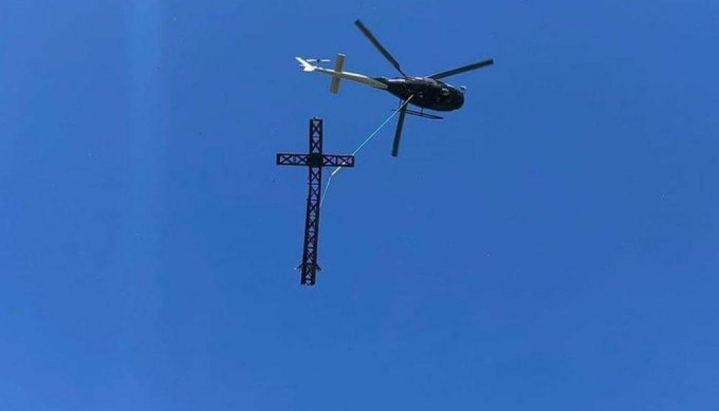 La croix du Pic Saint-Loup a déjà été hélitreuillée hier pour réparation