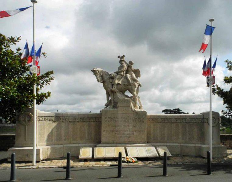 Le traitement des commémorations du 8 mai, révélateur d'une gestion de crise arbitraire