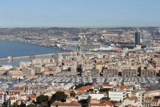 Marseille : on a vu des minibus qui embarquaient des gens des cités pour les débarquer devant le bureau de vote en leur distribuant des bulletins