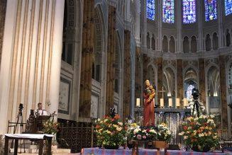Mot d'envoi de l'Abbé Garnier depuis la Cathédrale de Chartres