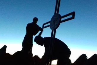 Concours de l'été de Notre-Dame de Chrétienté : montrez vos croix !