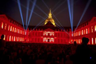 Faire aimer l'Histoire de France par des sons et lumière spectaculaires