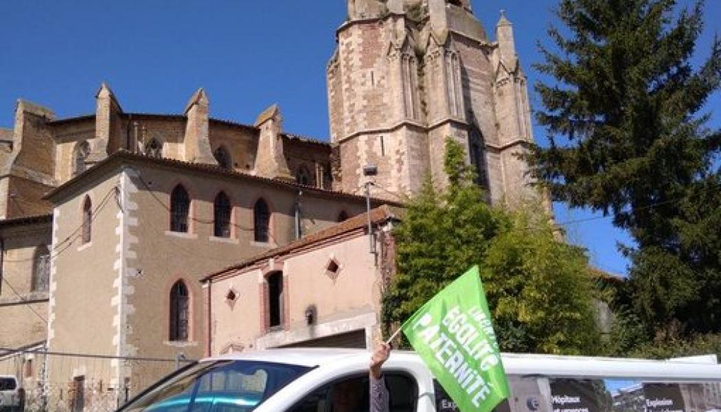 Des camions sillonnent les routes de France pour dénoncer l'absurdité du retour en urgence du projet de loi bioéthique