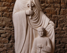 """Bénédiction de la statue de """"Marie qui garde les prêtres"""" le 3 août à Ars"""