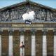 Des messages volants dans Paris pour défendre l'intérêt de l'enfant, la filiation et la famille