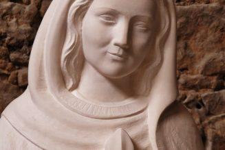 «Marie qui garde les prêtres»