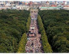 Discours de Kennedy le 29 août 2020 à Berlin : « La seule chose dont vous avez besoin pour transformer les gens en esclaves, c'est la peur. »