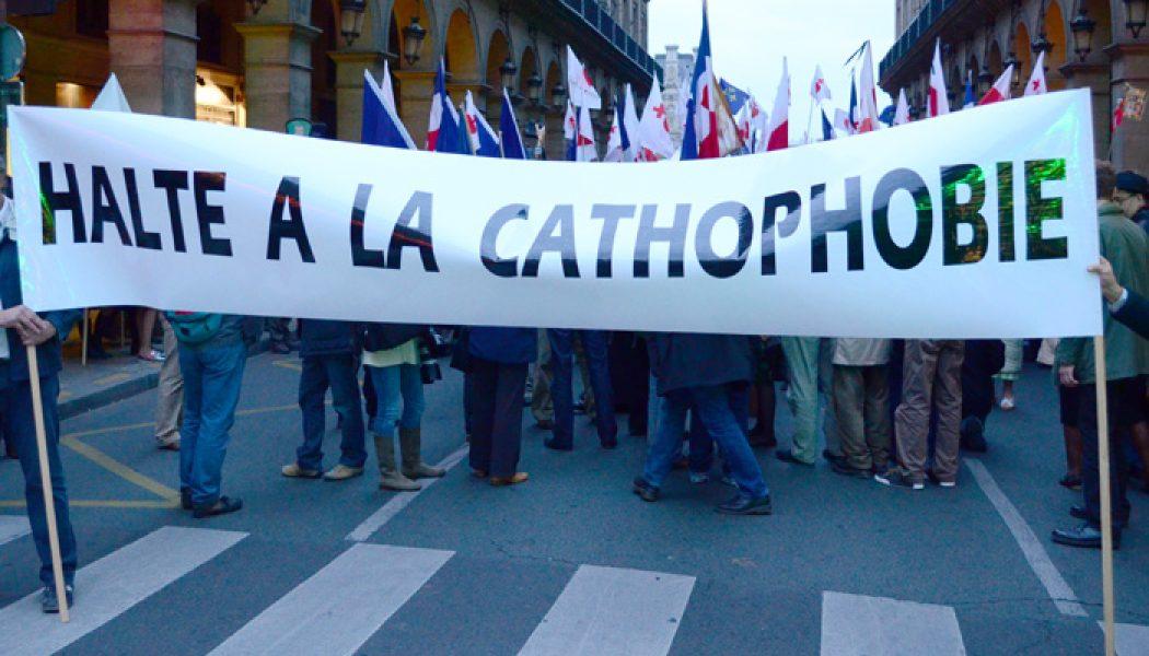 """Un élu traite un village et sa communauté catholique de """"virus sectaire"""""""