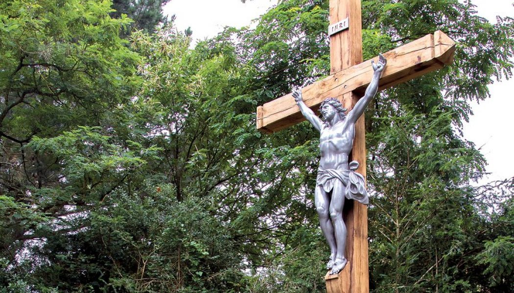 La croix de Bazouges-Cré-sur-Loir : magnifique exemple d'une laïcité bien comprise