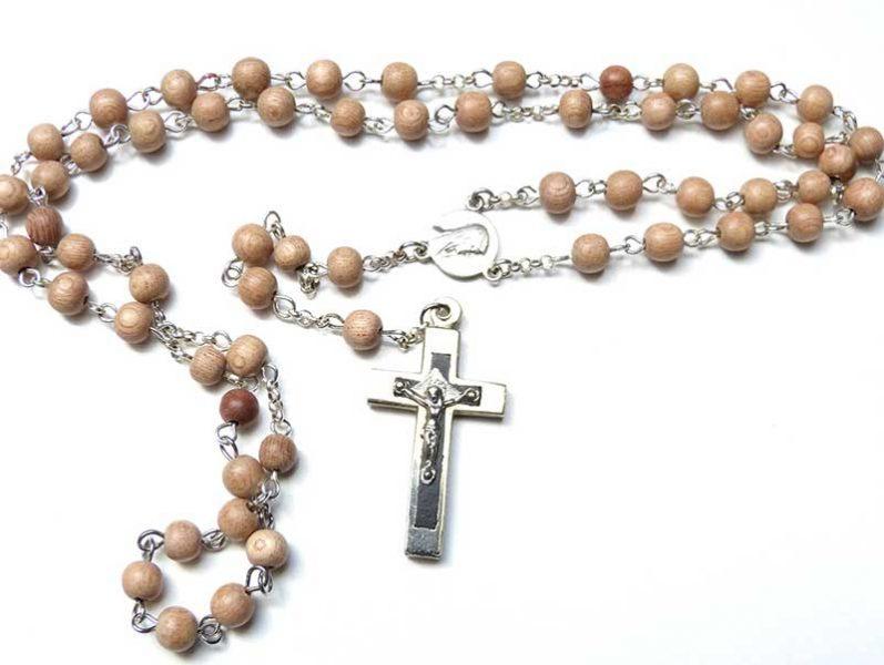 Prions pour les deux prêtres en garde à vue