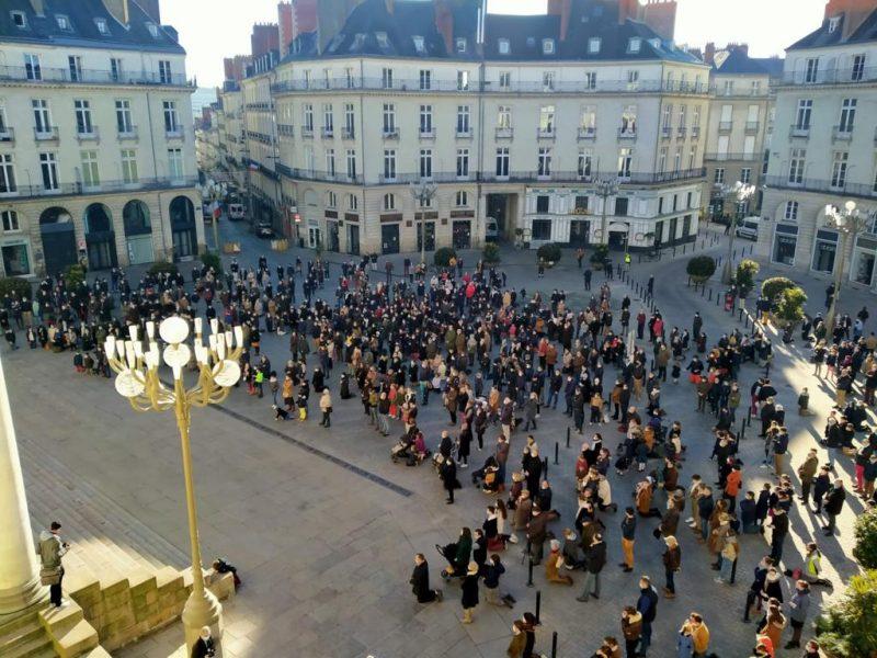 Plusieurs centaines de personnes manifestent à Nantes