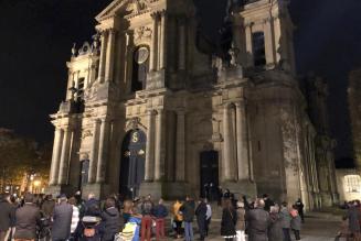 Les manifestations pour la messe se multiplient