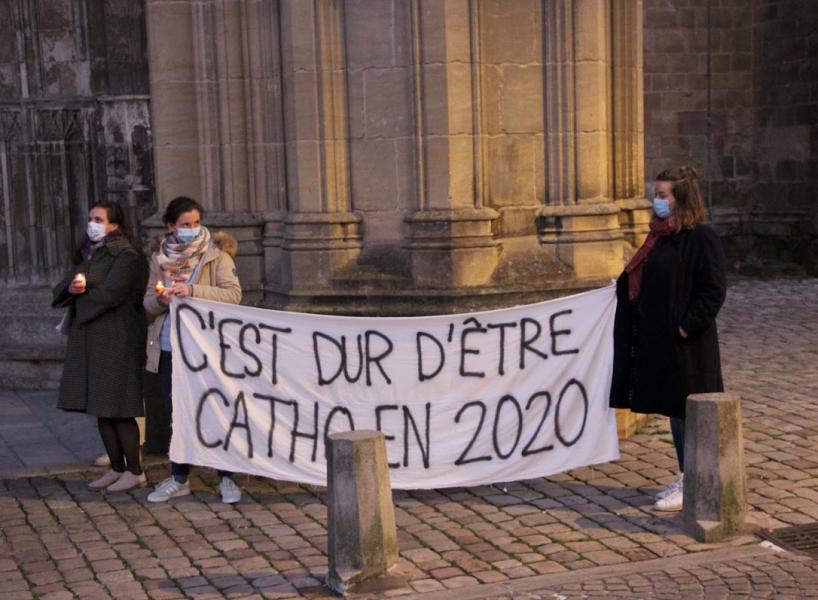 Manifestation pour la messe à Bayonne, rejointe par Mgr Aillet