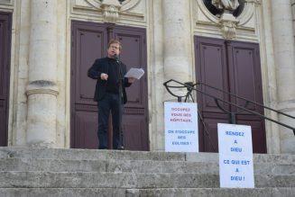 Manifestation à Orange pour la messe