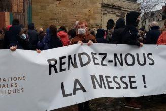 Retour sur les manifestations de dimanche pour le retour des messes publiques