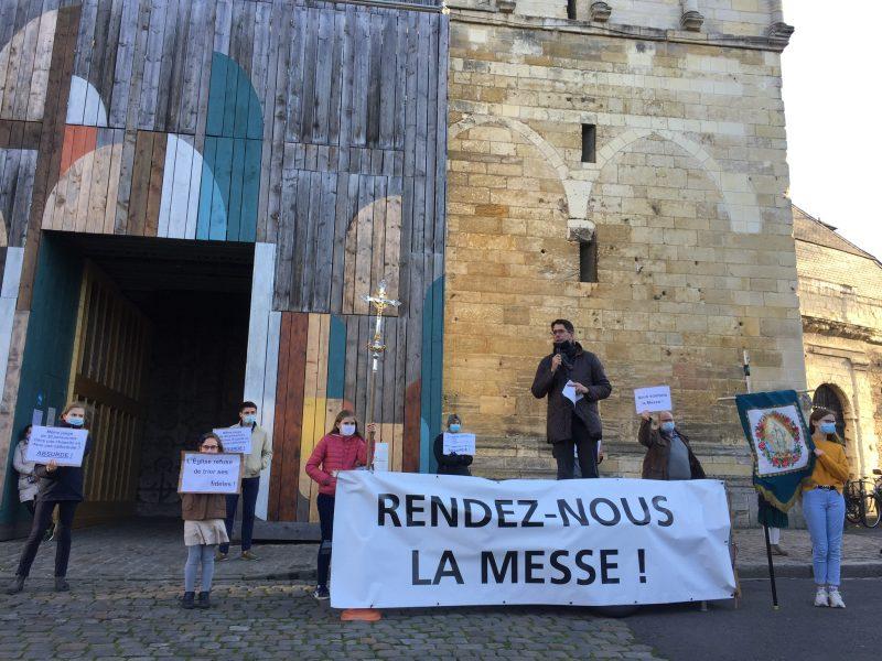 Manifestations pour la messe
