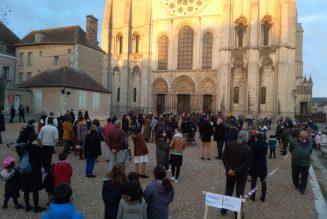 Environ 250 personnes manifestent à Chartres pour la messe