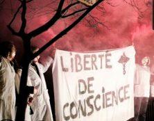 Manifestation provie à Lyon, pour dénoncer la suppression de la clause de conscience des médecins