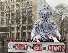 Action « Bébé sur commande » de La Manif Pour Tous dans toute la France