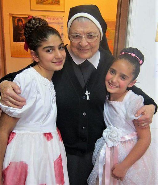 Sœur Arousiag, au cœur de la jeunesse d'Arménie