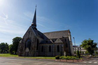 L'église Notre-Dame de Douai retrouve sa croix avant Pâques