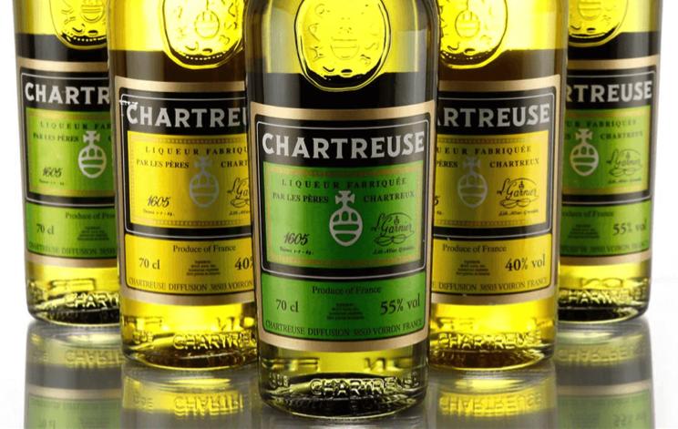 Chartreuse verte ou jaune ? Quelles différences et comment choisir ?
