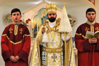 Le père Mashdots Zahtérian forme les futurs prêtres catholiques d'Arménie