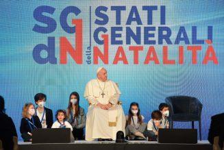 """Pape François : """"une société qui n'accueille pas la vie cesse de vivre"""". """"Nous avons besoin d'une politique qui encourage la naissance"""""""