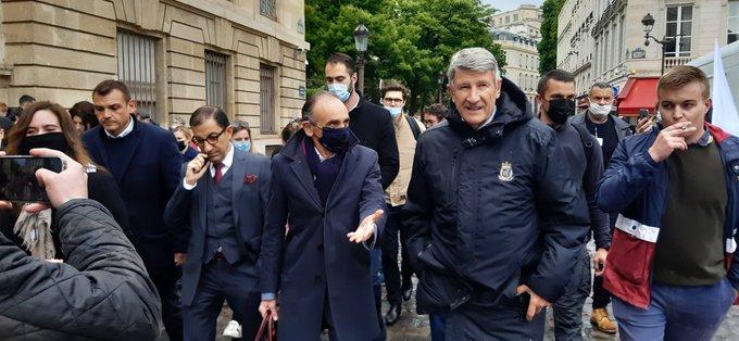 Gérald Darmanin hué à la manifestation en soutien aux policiers